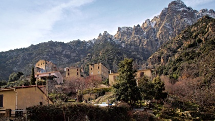 Popolasca - Das Dorf und die Aiguilles de Popolasca