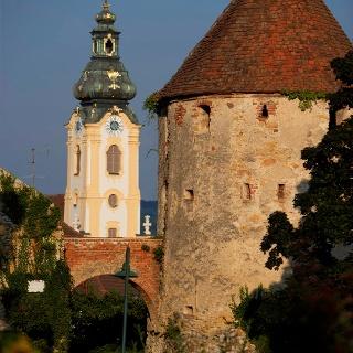 Stadtpfarrkirche Hartberg mit Reckturm und Schlosspark
