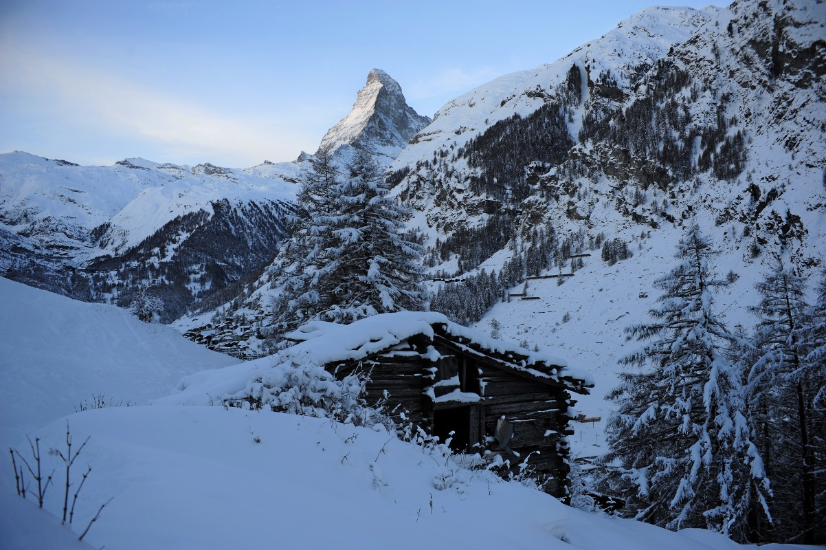 Winter hiking trail from Zermatt to Ried