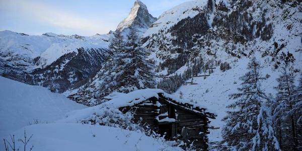 Winter hiking trail from Zermatt to Ried
