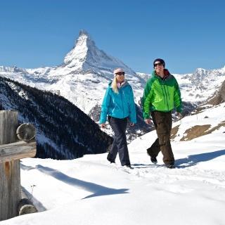 Chemin de randonnée hivernale de Zermatt à Sunnegga, avec vue sur le Cervin (4'478 m)