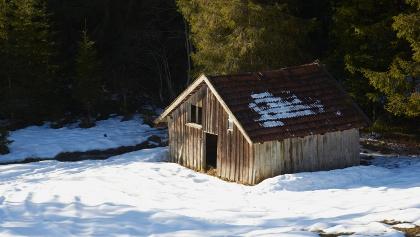 Hütte im Schnee.
