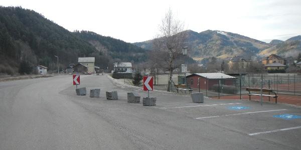 Parkplatz beim ehemaligen Bahnhof, Tennisplatz und Bad in Türnitz
