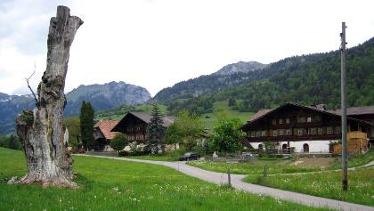 Der Weiler Moos bei Därstetten.
