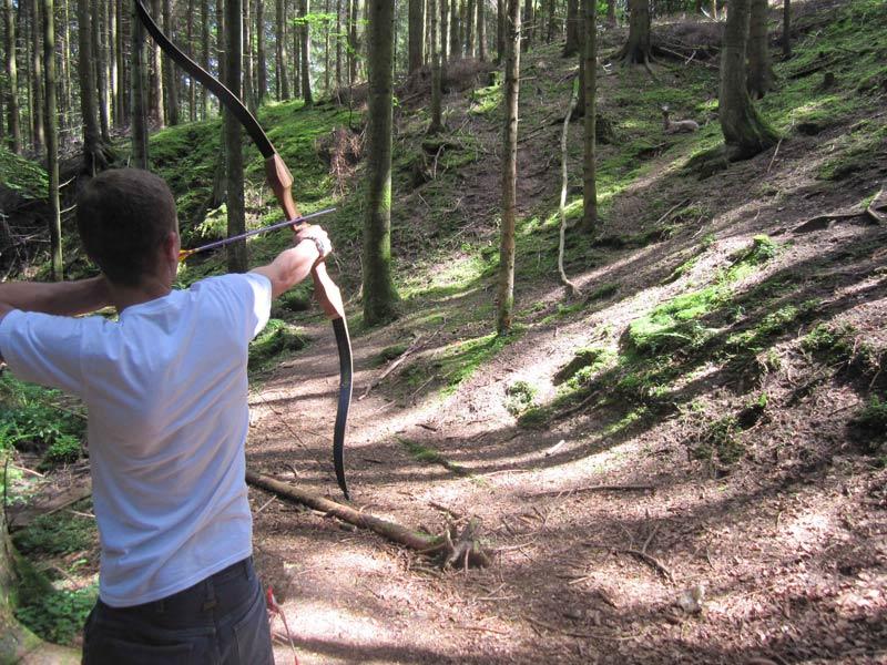 Jagd mit dem Bogen auf 3D-Ziele im Wald  - @ Autor: Beate Philipp  - © Quelle: Hohenlohe + Schwäbisch Hall Tourismus e.V.