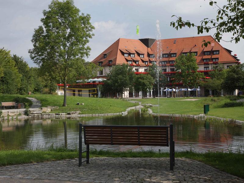 Außenanlage des Flair Park-Hotels Ilshofen  - @ Autor: Beate Philipp  - © Quelle: Hohenlohe + Schwäbisch Hall Tourismus e.V.