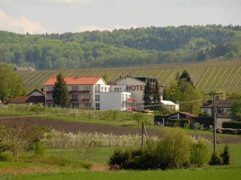Landgasthof Roger in idyllischer Lage zwischen Weinbergen  - @ Autor: Beate Philipp  - © Quelle: Hohenlohe + Schwäbisch Hall Tourismus e.V.