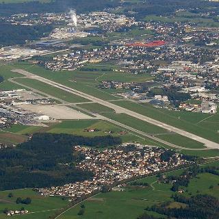 Flughafen von der Luft aus