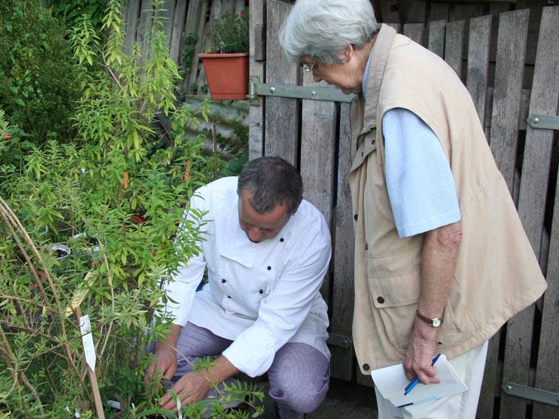 Kräuter für die Bioküche aus dem eigenen Garten  - @ Autor: Beate Philipp  - © Quelle: Hardy Mann