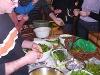Gesammelte Kräuter werden beim Kochseminar zubereitet  - @ Autor: Beate Philipp  - © Quelle: Hohenlohe + Schwäbisch Hall Tourismus e.V.