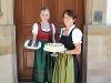 Bernadette Schrödel und Mitarbeiterin auf Gut Ludwigsruhe  - @ Autor: Beate Philipp  - © Quelle: Hardy Mann