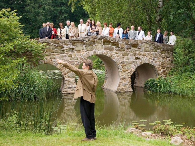Gruppenführung im Schlosspark Dennenlohe durch Herrn Baron von Süsskind  - @ Autor: Beate Philipp  - © Quelle: Hohenlohe + Schwäbisch Hall Tourismus e.V.