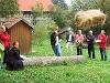 Bauernhof-Olympische Disziplin: Strohballenweitwurf  - @ Autor: Beate Philipp  - © Quelle: Hohenlohe + Schwäbisch Hall Tourismus e.V.