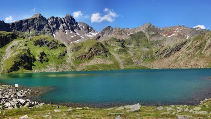 Großer Schwarzsee mit Blick zur Schwarzwandscharte (Bildmitte) und zum Botzer (rechts)