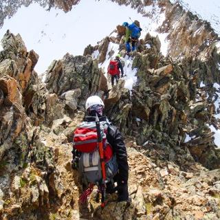 Kletterei vom Gipfel abwärts