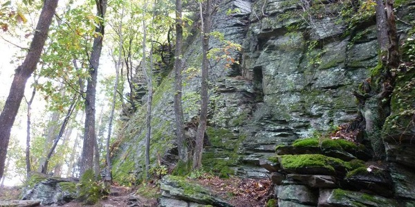 Slate rock formations on the climbing trail in the Mehringer Schweiz