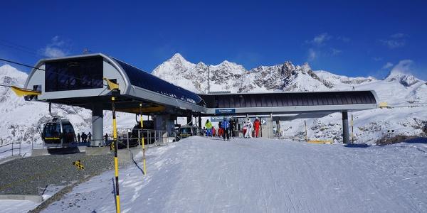 Schwarzsee: les télécabines du Matterhorn Express sont déviées pour pouvoir poursuivre en direction de Furgg et de Trockener Steg.