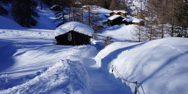 On the winter hiking trail just before Furi