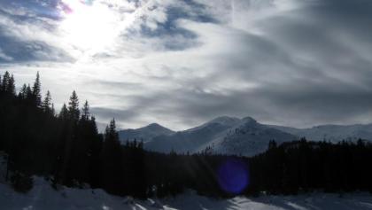 Am See mit Blick zum Brenner Grenzkamm.