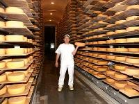 Im Naturklimakeller reifen die Käselaibe zwischen 2 und 18 Monaten