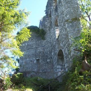 Eingang zur Ruine Karlstein
