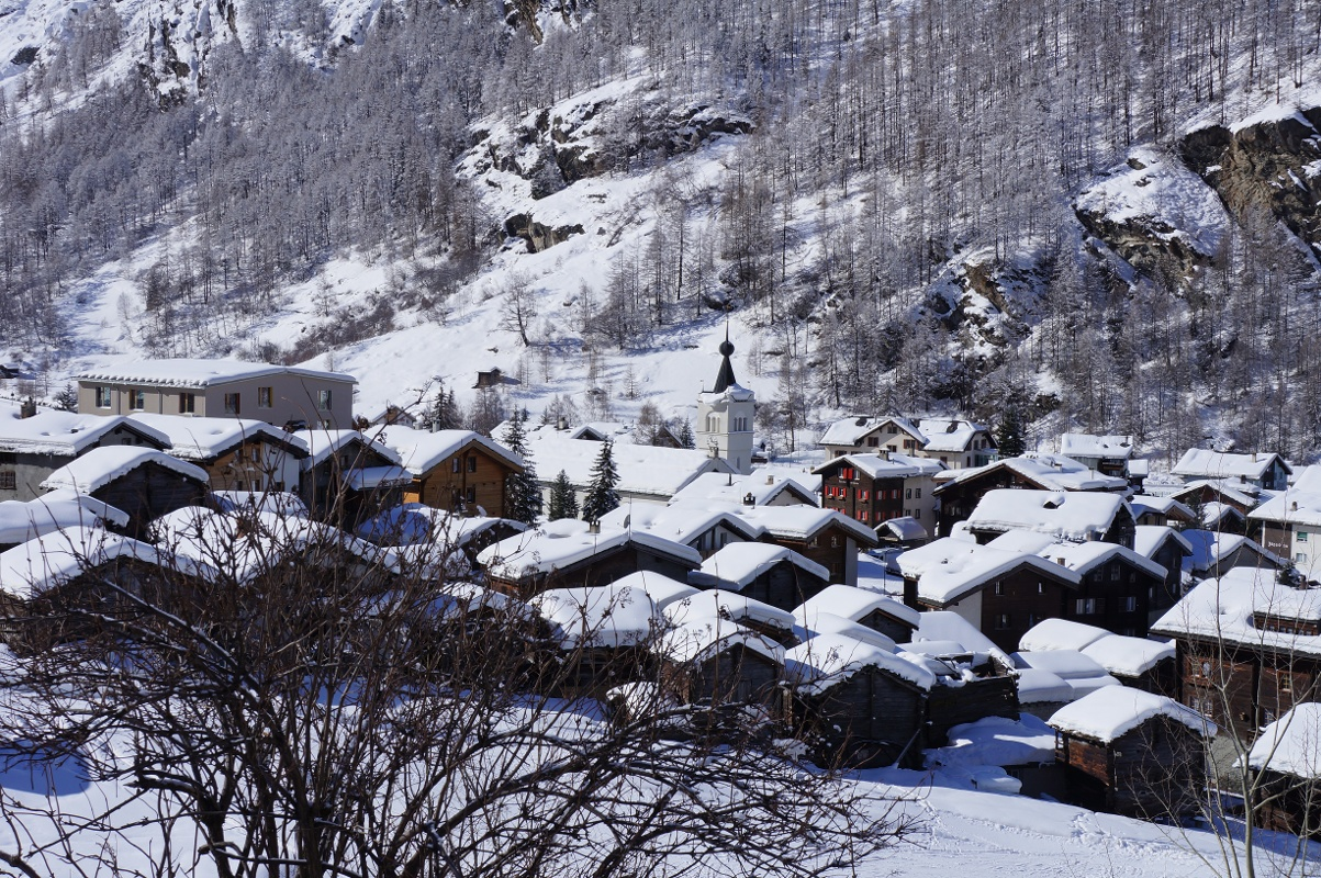 The village of Täsch in winter