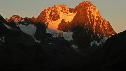 Blick zur Wazespitze im ersten Morgenlicht