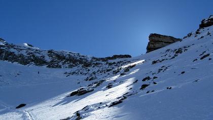 Kurz vor dem Ziel - Beim großen hervorstehenden Fels befindet sich das Sumpfschartl.