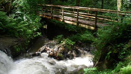 Schluchtweg-Brücke