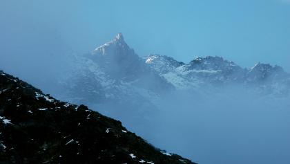 Aufstieg zum Weißmaurachjoch am frühen Morgen, Ausblick zum Puitkogel