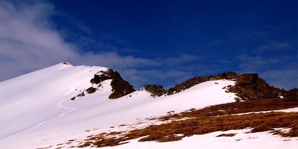 Obere Scharte 2145 m mit Gipfelblick