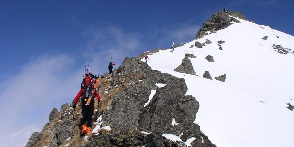 Am Gipfelgrat zum Deneck