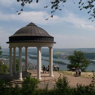 Der Blick vom Niederwaldtempel auf den Rheingau, das Rheintal und Rheinhessen ist weltberühmt