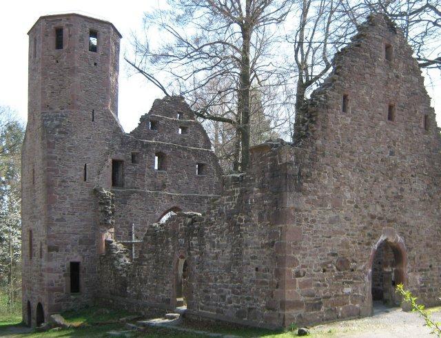 Zur Ruine der Kapelle der heiligen Barbara
