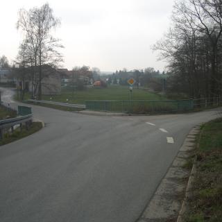 5.links Richtung Ortseingang Wallengrün über die Weida