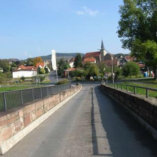 Blick auf Elfershausen von der Saalebrücke