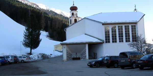 Der Parkplatz beim Vidum hinter dem Kirchenwirt.