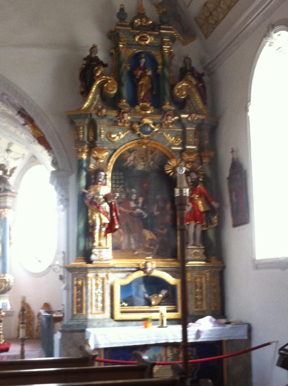 Seitenaltar der Kirche Maria Himmelfahrt (Antonie Schmid)