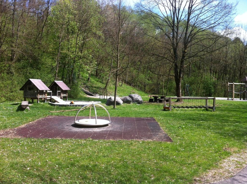 Spielplatz am Abstieg (Antonie Schmid)