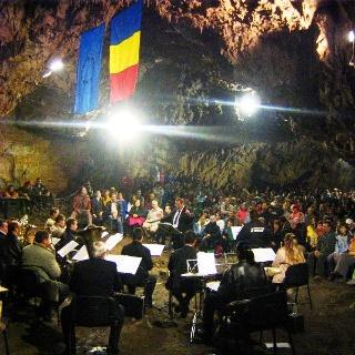 Konzert in der Romanești Höhle