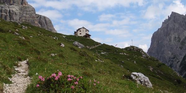 Zsigmondy Hütte )(Rif Comici) 2235 m