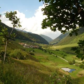 Blick auf Selva mit Golfplatz