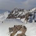 Das Gipfelkreuz, rechts der Cima dí Sette Sella, links der Cima Sasso Rotto.