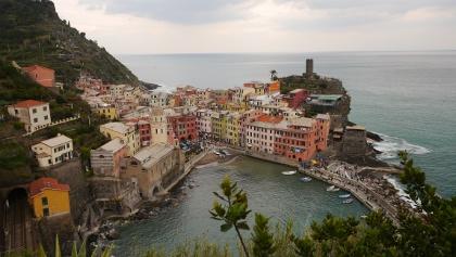 Vista sul porto di Vernazza