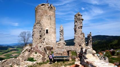 Ruinenplateau mit Turm 830 m