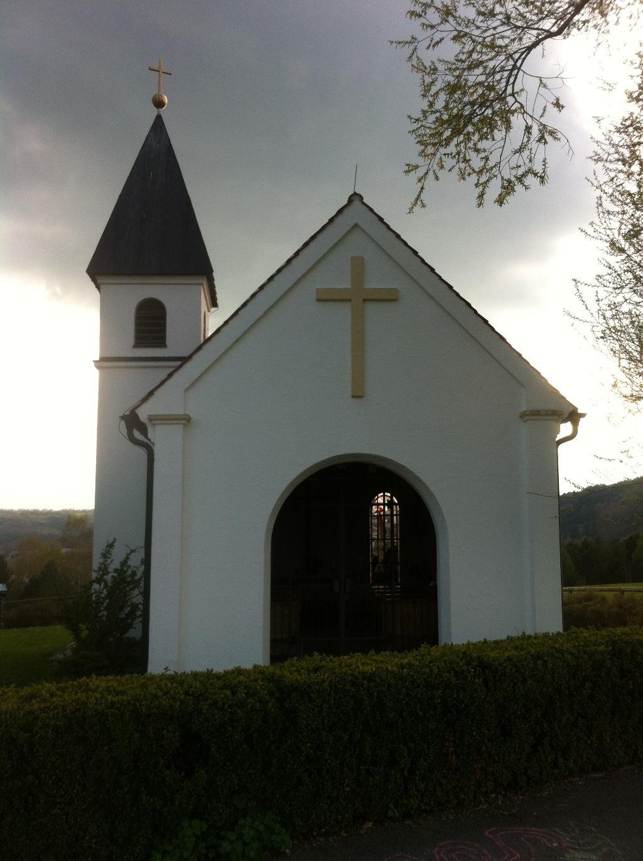 Blick in die Knappengedächtniskapelle auf dem Guggenberg (Antonie Schmid)